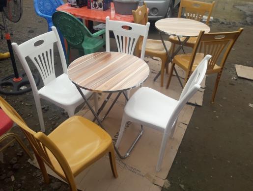 Chaises + table, Douala -  Cameroun